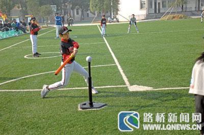 2009年路桥实验基地引进这项体育运动,并成为了国家级的软式小学垒球tmt登山杖图片