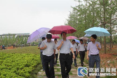 台州市委常委、组织部长蔡永波一行到峰江调研新农村建设和组织工作